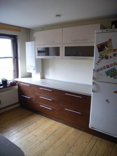 Rusvi ir kreminiai virtuvės baldai