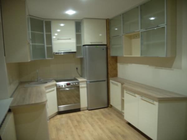 Kreminiai virtuvės baldai
