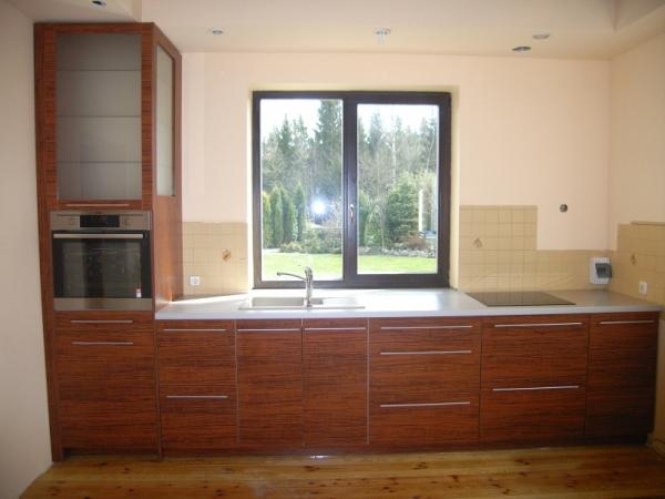 Rusvi virtuvės baldai
